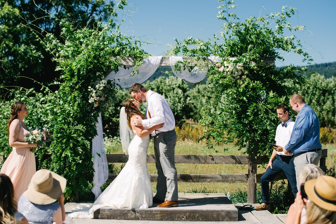 tin-roof-barn-washington-wedding-061.jpg