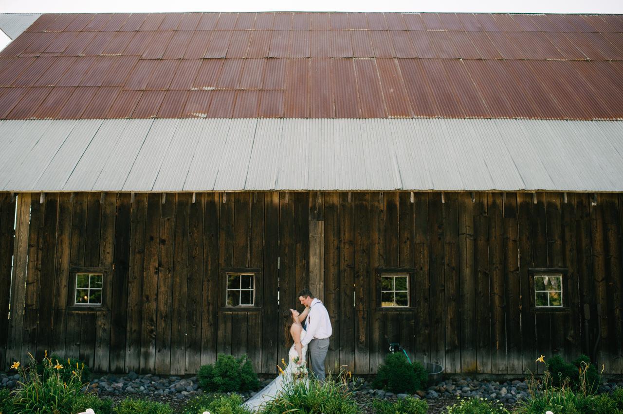 tin-roof-barn-washington-wedding-069.jpg