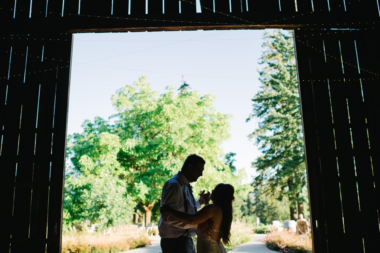 tin-roof-barn-washington-wedding-086.jpg