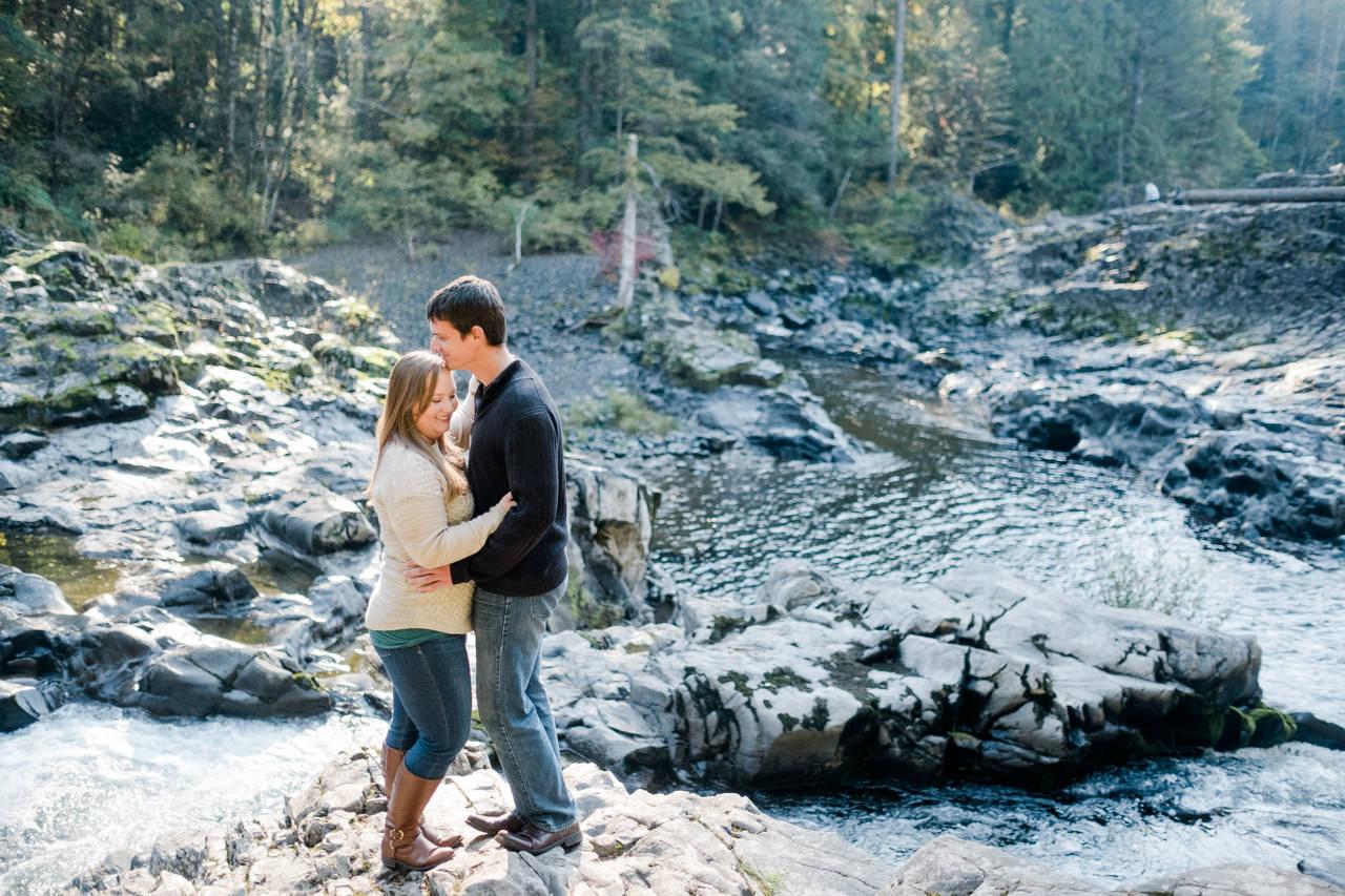 washougal-river-fall-engagement-10.jpg