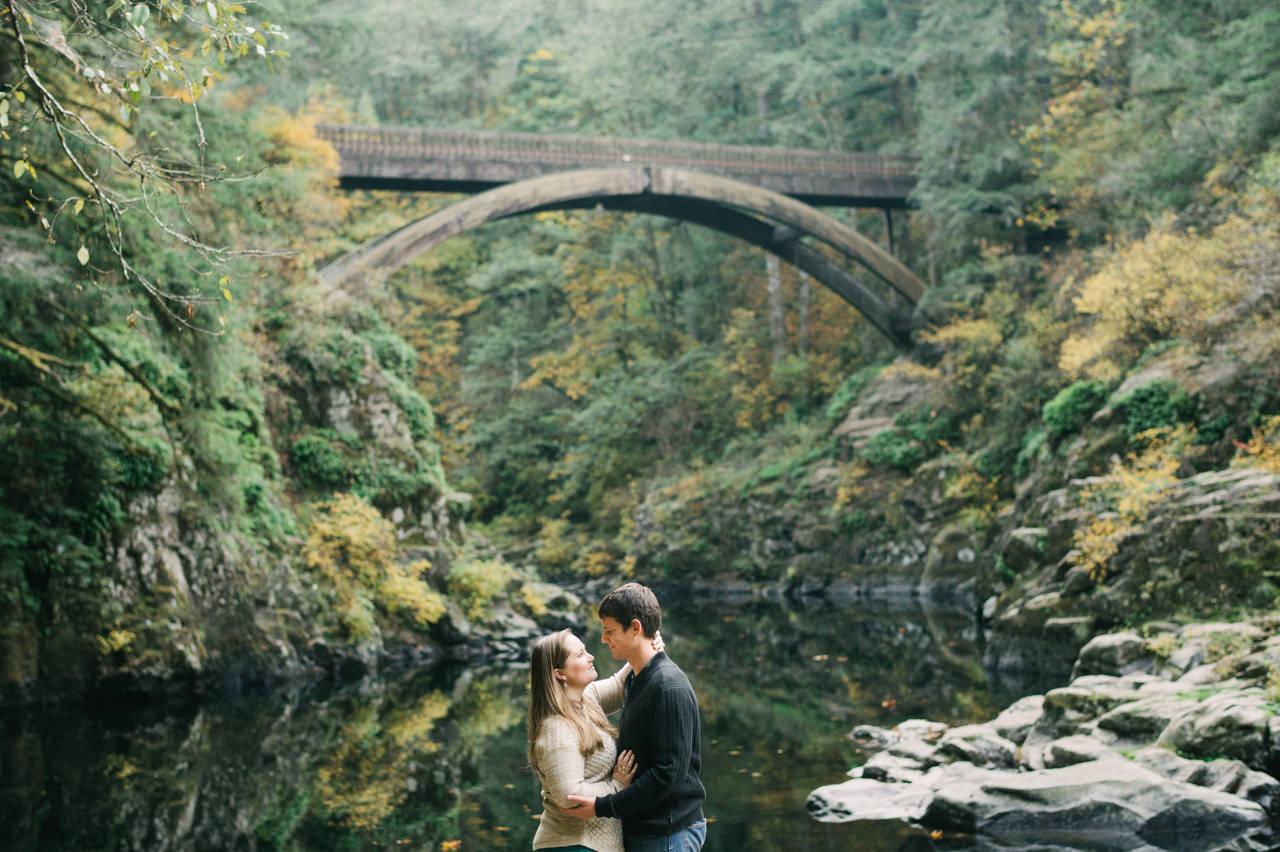 washougal-river-fall-engagement-21.jpg