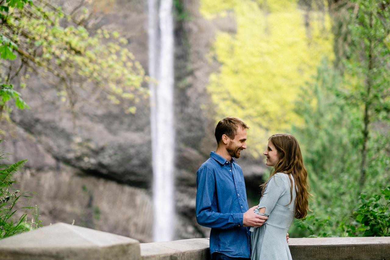 columbia-gorge-latourell-waterfall-engagement-001.jpg