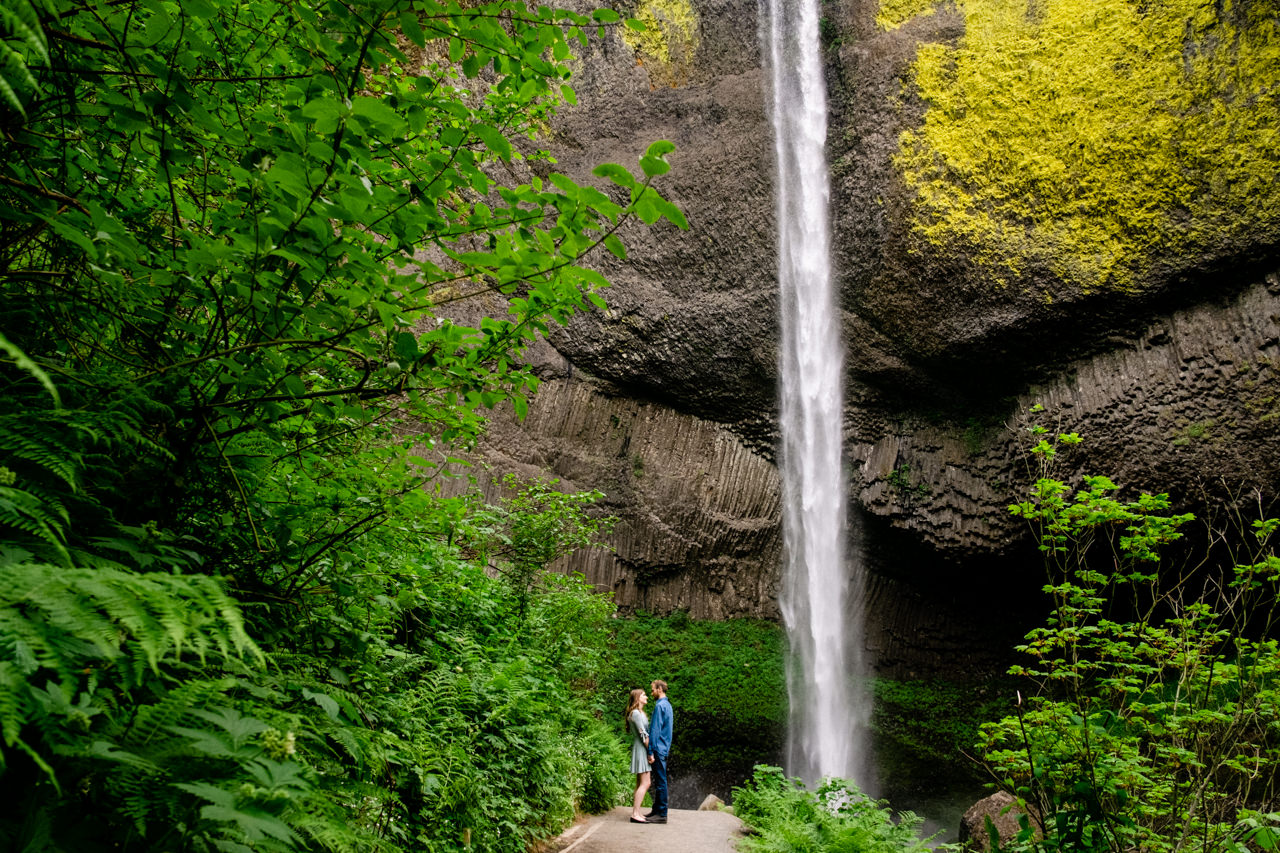 columbia-gorge-latourell-waterfall-engagement-014.jpg