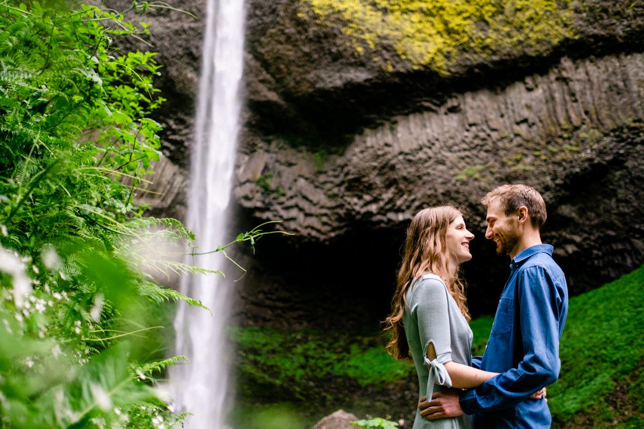 columbia-gorge-latourell-waterfall-engagement-015.jpg