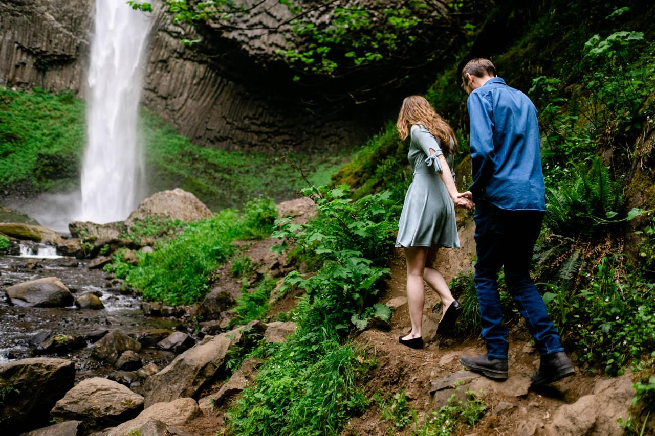 columbia-gorge-latourell-waterfall-engagement-020.jpg