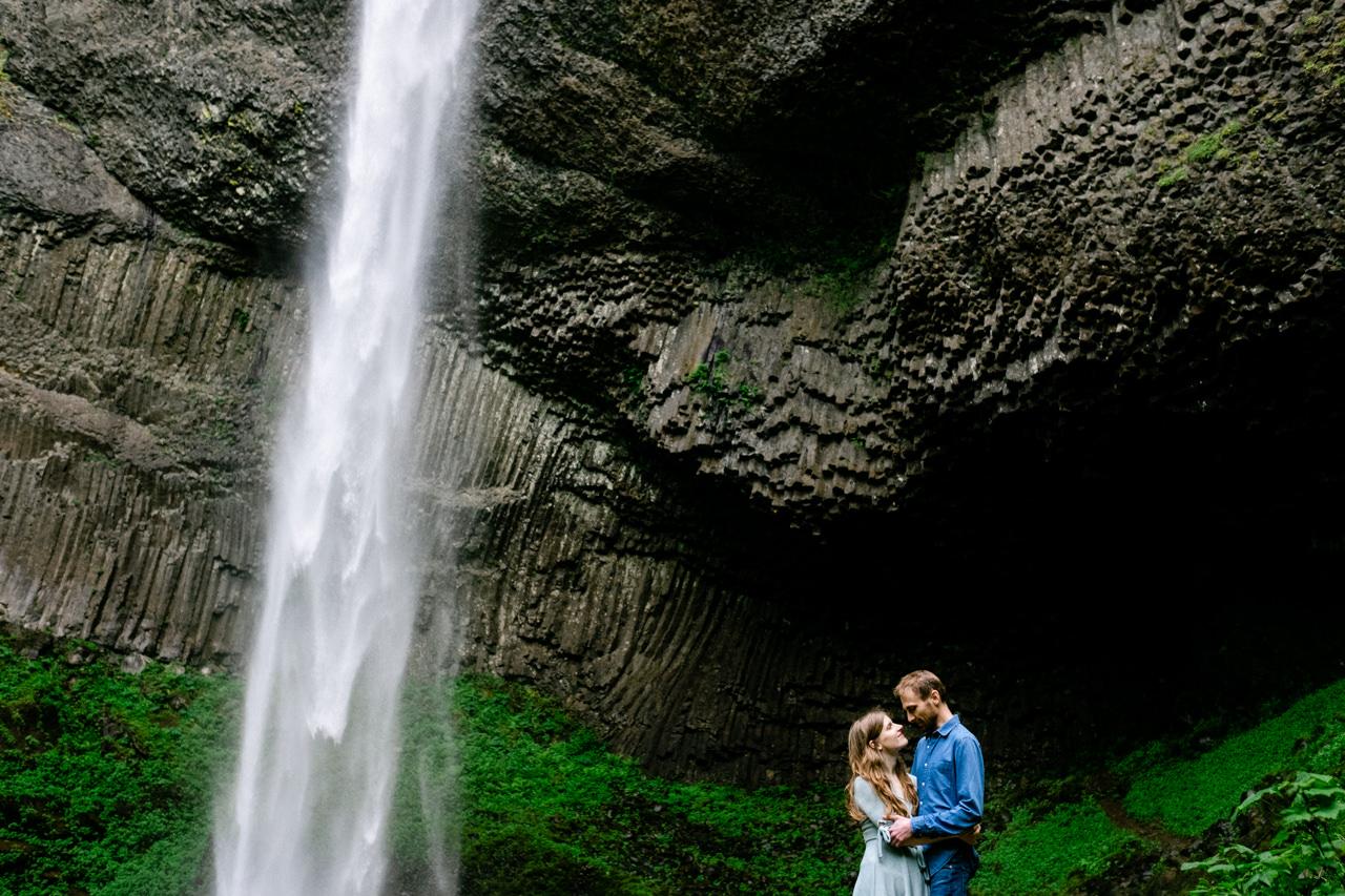 columbia-gorge-latourell-waterfall-engagement-023.jpg