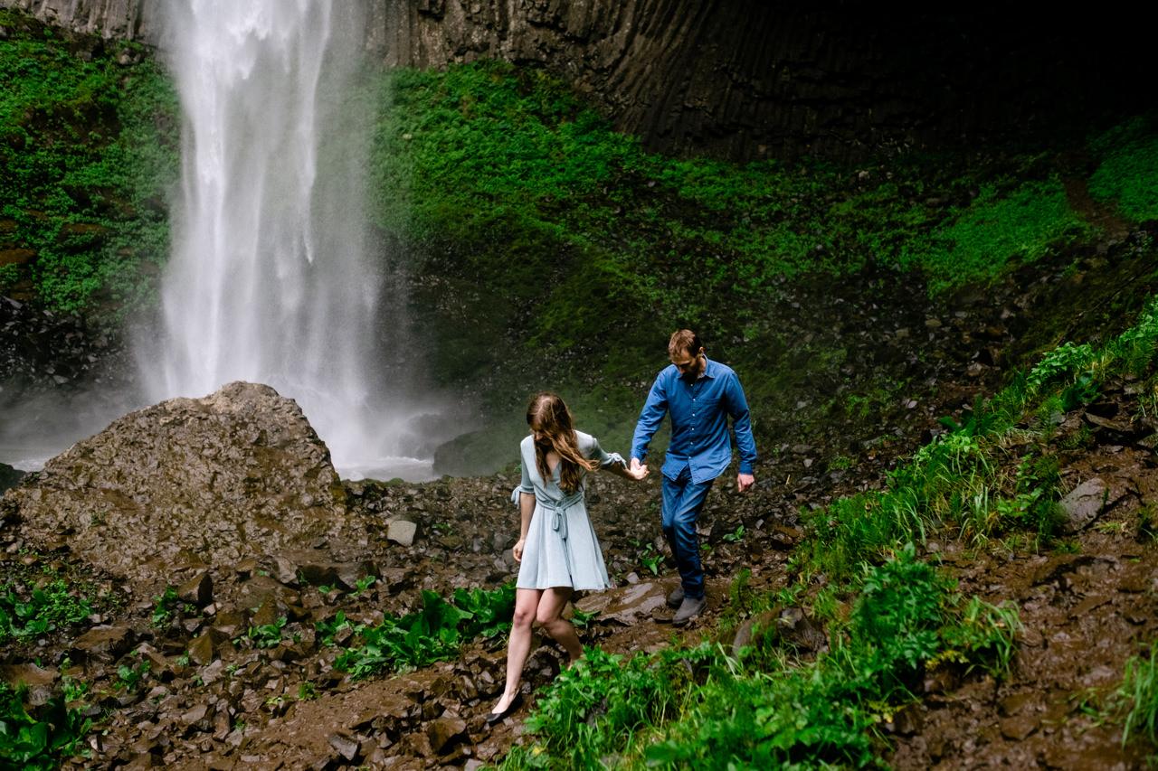 columbia-gorge-latourell-waterfall-engagement-026.jpg