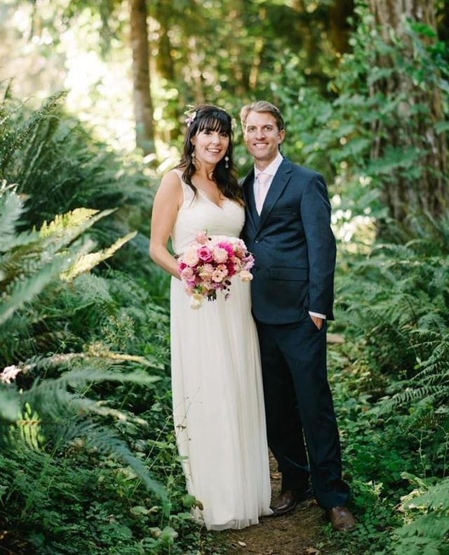 Great people, and GREAT ferns.⁠ •⁠ •⁠ •⁠ •⁠ •⁠ #oregonexplored #pacificnorthwest #upperleftusa #weddinginspiration #weddingideas #weddingday #oregonweddingphotographer #horningshideout⁠ ⁠