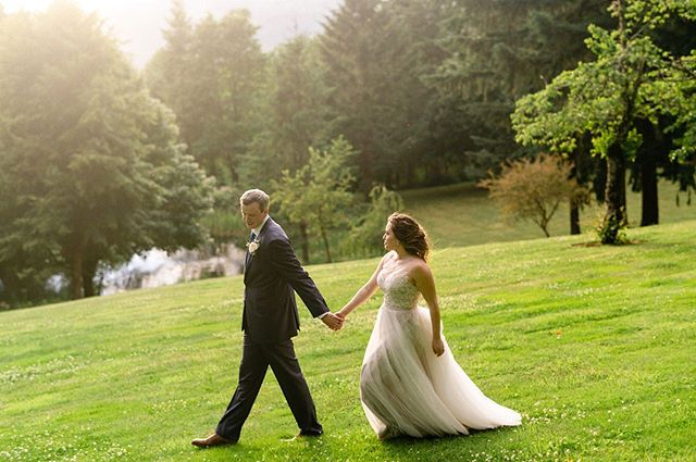 This lovely wedding at Bridal Veil Lakes is on the blog today! #bridalveillakes #oregonweddingphotographer #columbiagorgewedding #naturalwedddingphotos #portlandwedding