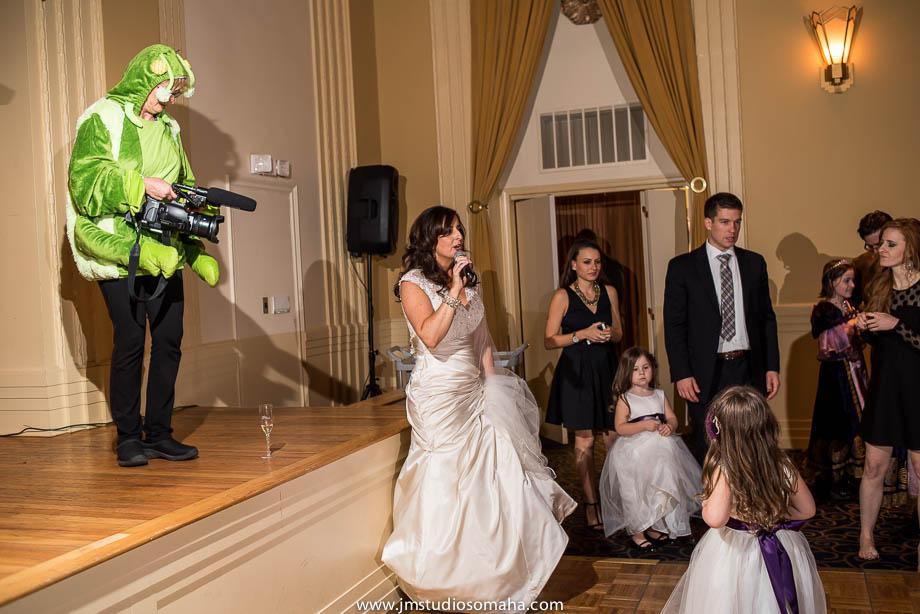 OMAHA WEDDING PHOTOGRAPHERS_HALLOWEEN WEDDING-0027.jpg