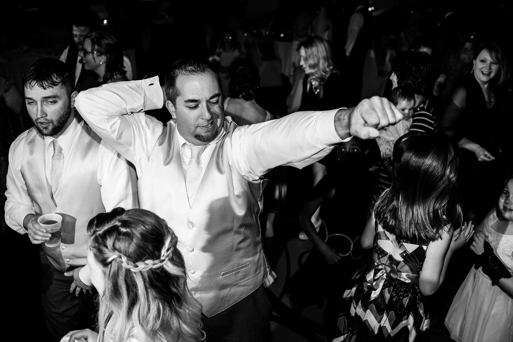 WEDDING-PHOTOGRAPHERS-IN-OMAHA-0030.jpg