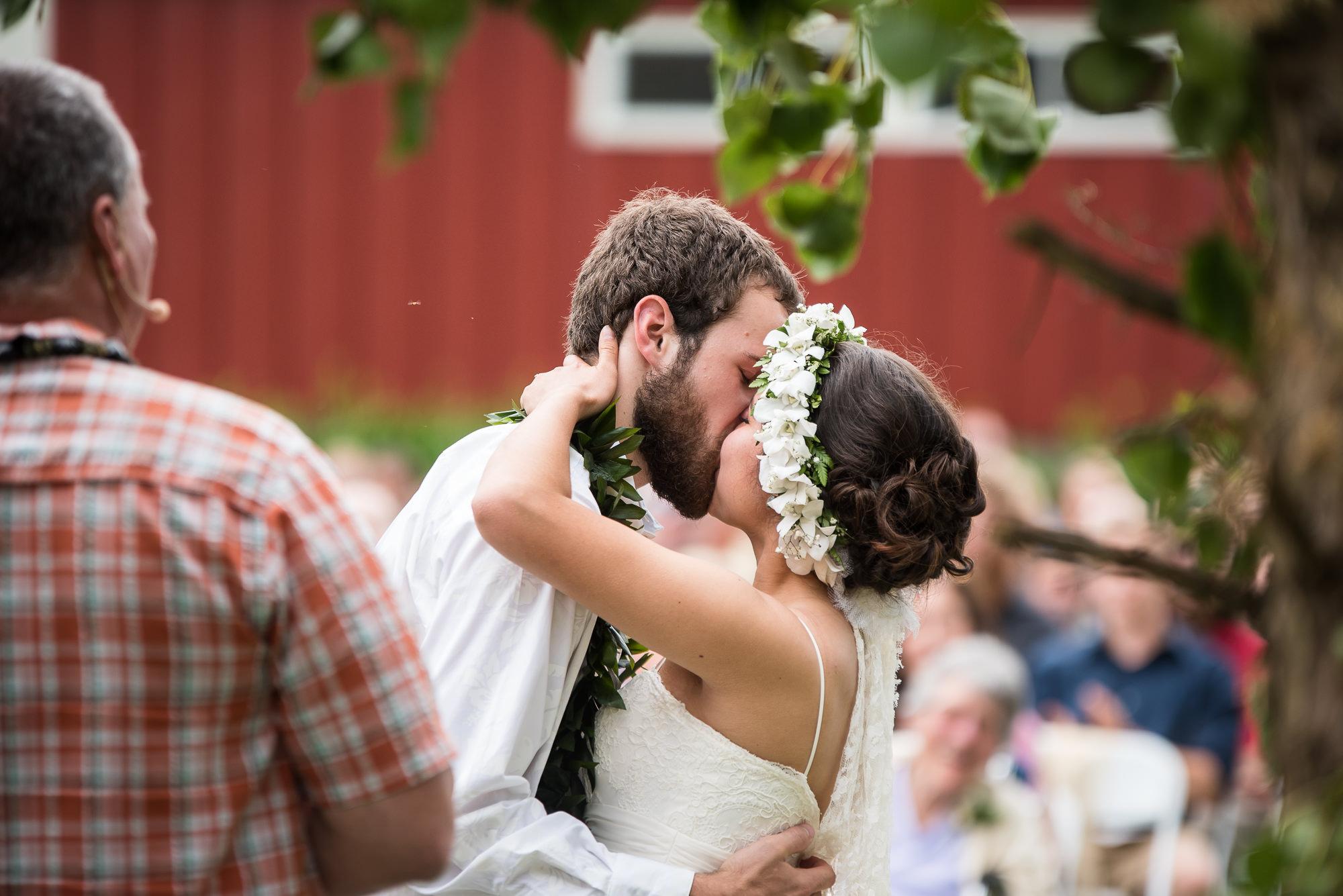 WEDDING-PHOTOGRAPHERS-IN-IOWA-0019.jpg