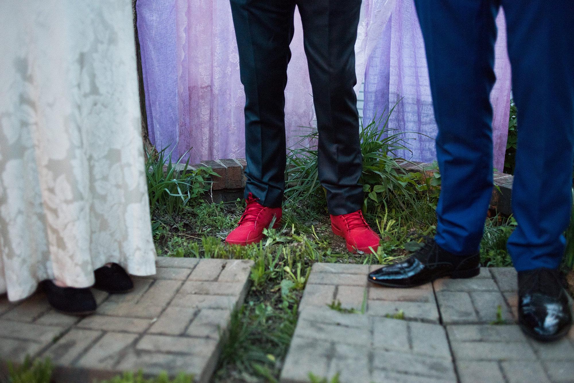 RED SHOES AT BACKYARD OMAHA WEDDING.jpg