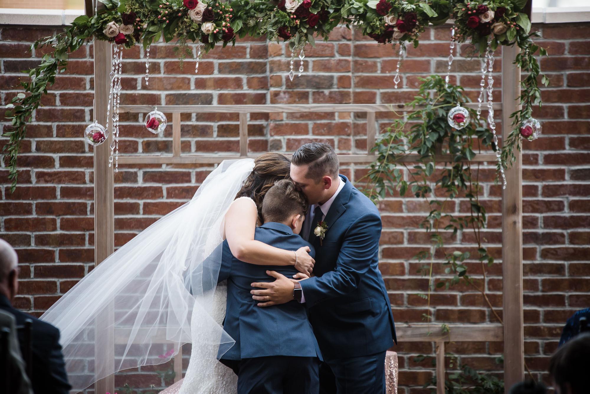 KEVIN-STACY-NOAHS-EVENT-VENUE-OMAHA-WEDDING-PHOTOGRAPHER-021.jpg