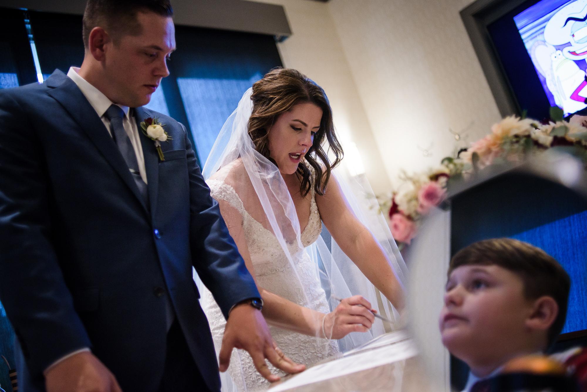 KEVIN-STACY-NOAHS-EVENT-VENUE-OMAHA-WEDDING-PHOTOGRAPHER-023.jpg