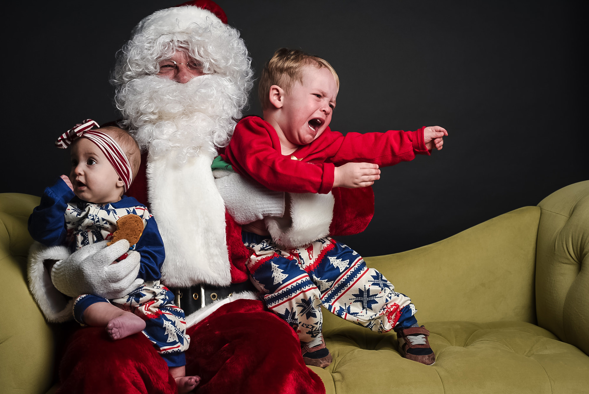 funny-santa-photos-omaha-family-photographer.jpg