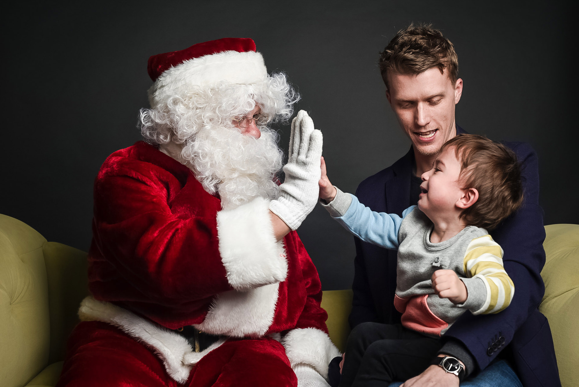 family-santa-photos-omaha-family-photographer.jpg