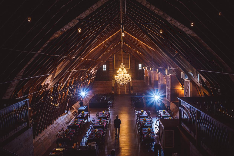 derek-sara-the-omaha-barn-ackerhurst-dairy-farm-0020-omaha-wedding-photographer-jm-studios.JPG