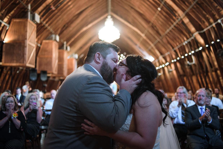 derek-sara-the-omaha-barn-ackerhurst-dairy-farm-0025-omaha-wedding-photographer-jm-studios.JPG