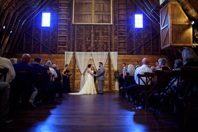 derek-sara-the-omaha-barn-ackerhurst-dairy-farm-0024-omaha-wedding-photographer-jm-studios.JPG