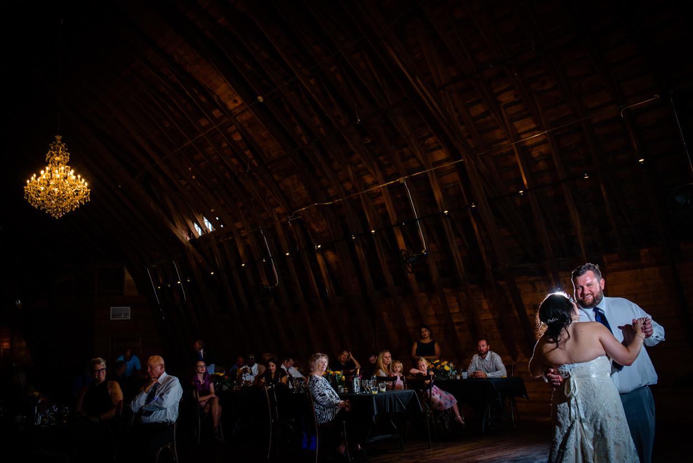 derek-sara-the-omaha-barn-ackerhurst-dairy-farm-0030-omaha-wedding-photographer-jm-studios.JPG