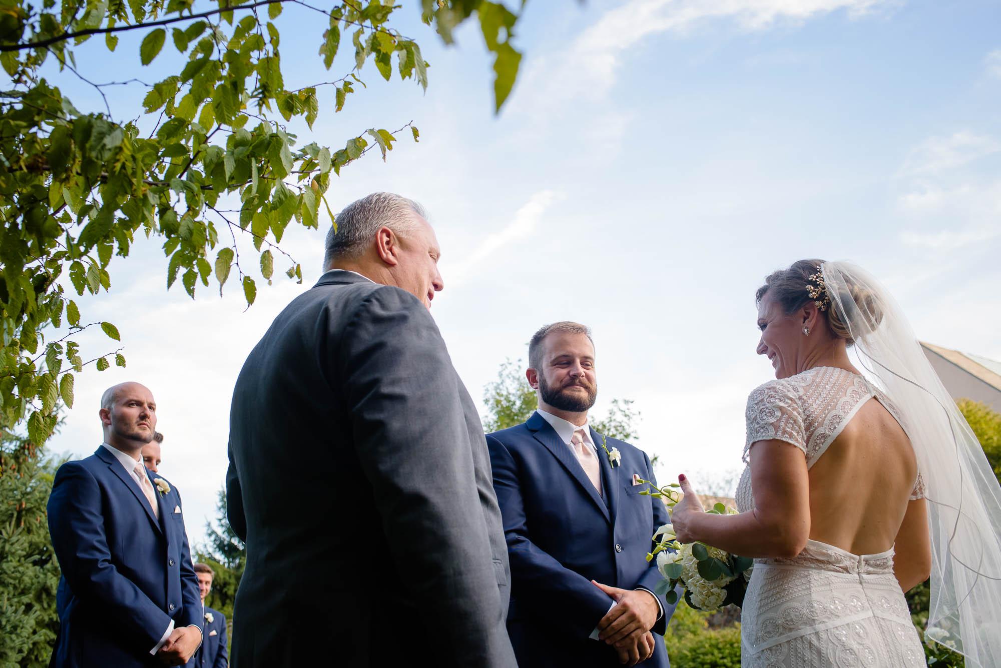 lauritzen-garden-omaha-liz-daniel-omaha-wedding-photographer-jm-studios-28028.jpg