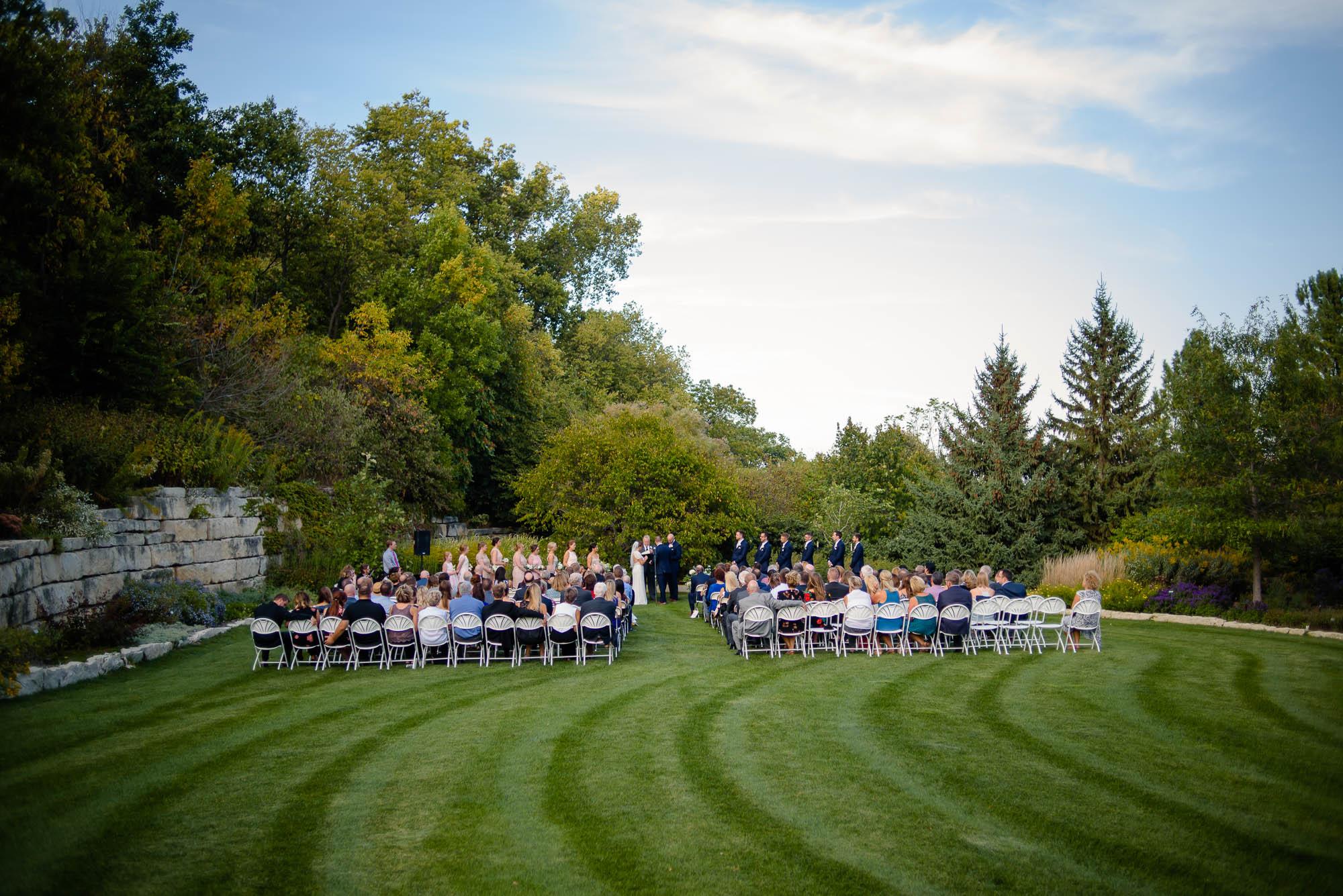 lauritzen-garden-omaha-liz-daniel-omaha-wedding-photographer-jm-studios-29029.jpg