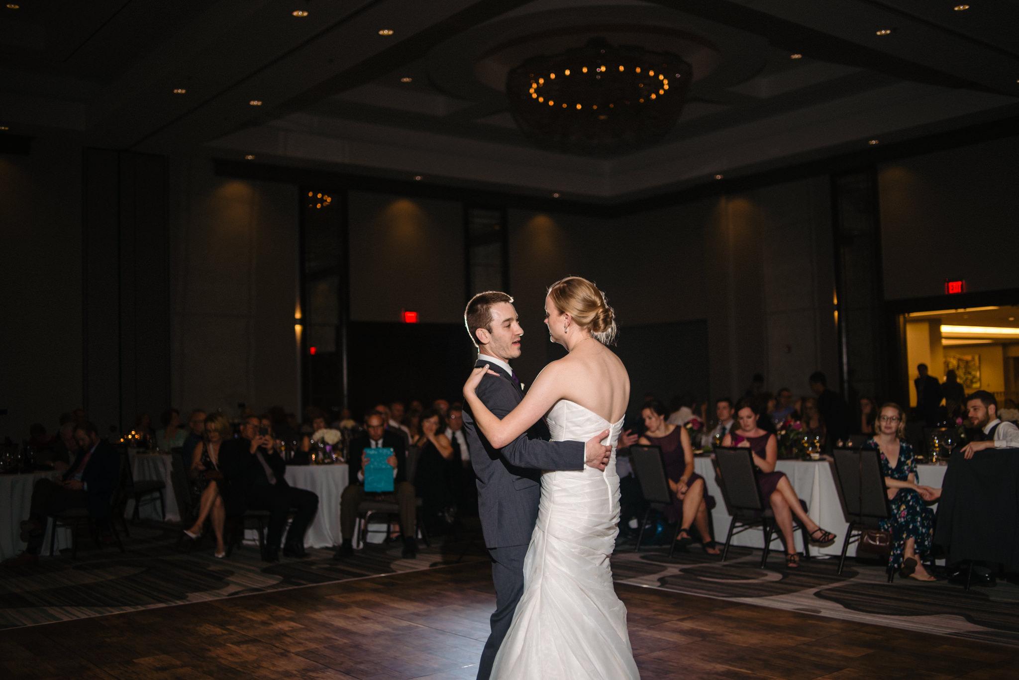 OMAHA-MARRIOTT-WEDDING-DOWNTOWN-MARRIOTT-OMAHA-WEDDING-PHOTOGRAPHER-JM-STUDIOS-041.jpg