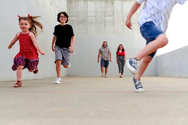 Let them run wild. . . . #familyphoto #realfamilies #letkidsbekids #omaha #omahane #omahanebraska #omahanebraskaphotographer #midwestfamily #momentsoverposes #omahafamilyphotographer #nebraskafamilyphotographer #iowafamilyphotographer #jmstudiosomaha