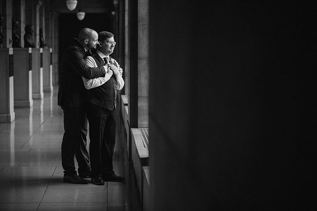 Michael + Zach ❤️ . . . #lincoln #lincolnnebraska ##nebraska #statebuilding #nebraskastate #nebraskaphotographer #jmstudiosomaha