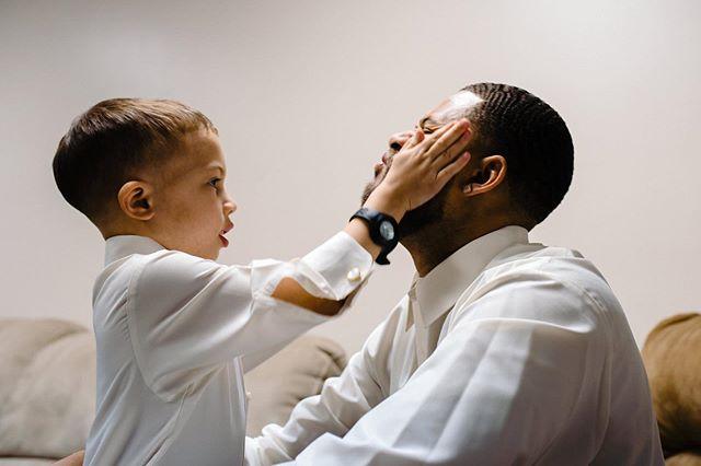 Son to groom pre-wedding pep talk. . . . #omaha #omahawedding #fathersonmoment #iowawedding #momentsoverposes #realweddings #iowaweddingphotographer #uniqueweddingphotos #omahaweddingphotographer #nebraskaweddingphotographer #jmstudiosomaha