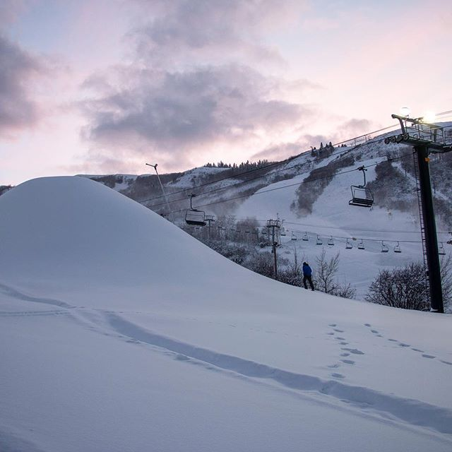Throwback to twilight skies & monster piles... 🖤 . . . #sevenstep #snowmaking #supernatural #skyhigh #snowlogic #gnarnia