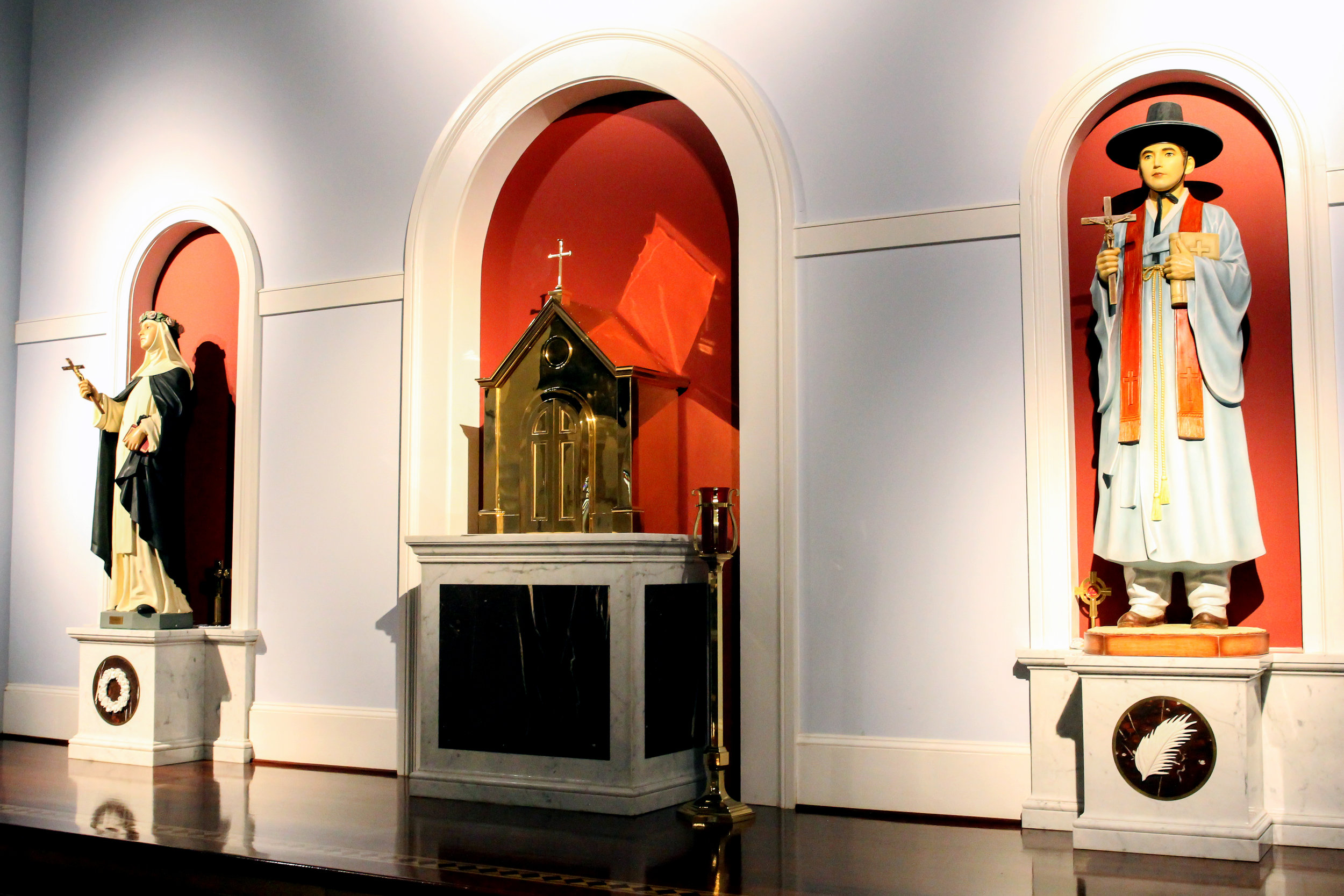 Tabernacle _ Statues lg.jpg