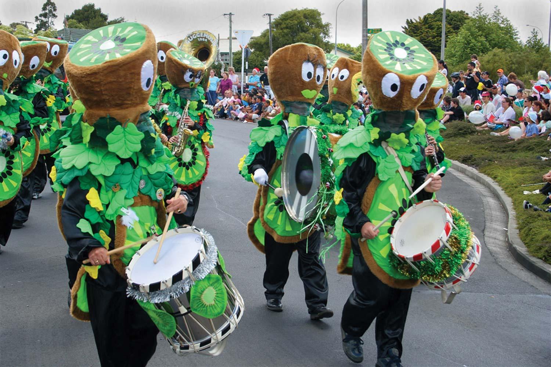 John B Turner: Kiwifruit band, Christmas Parade, Harbour View Road, December 2, 2005. (JBT6772)