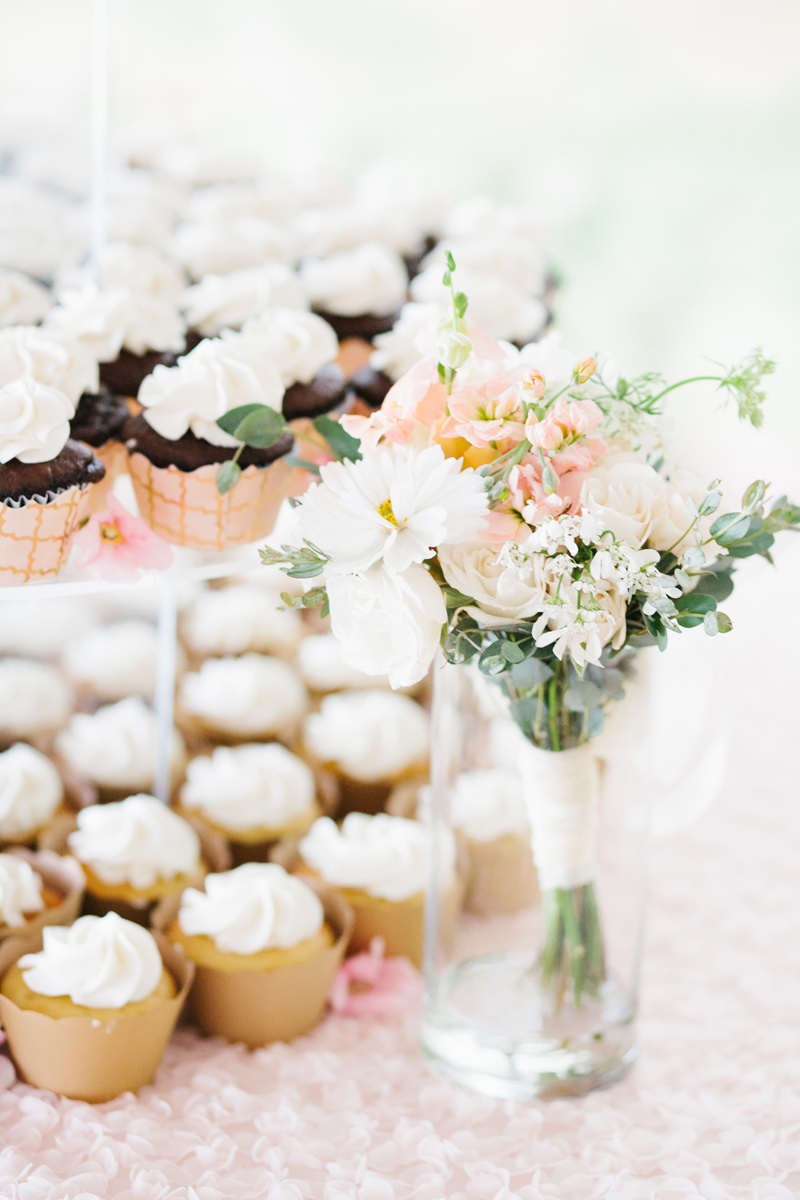Wedding Cupcakes and Toss Bouquet