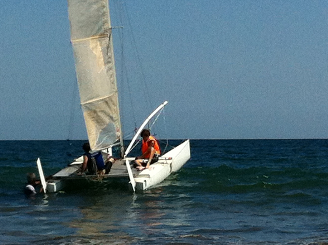 TAIPAN 16 ft KEVLAR SAILING CATAMARAN. Price $ 4.500.-