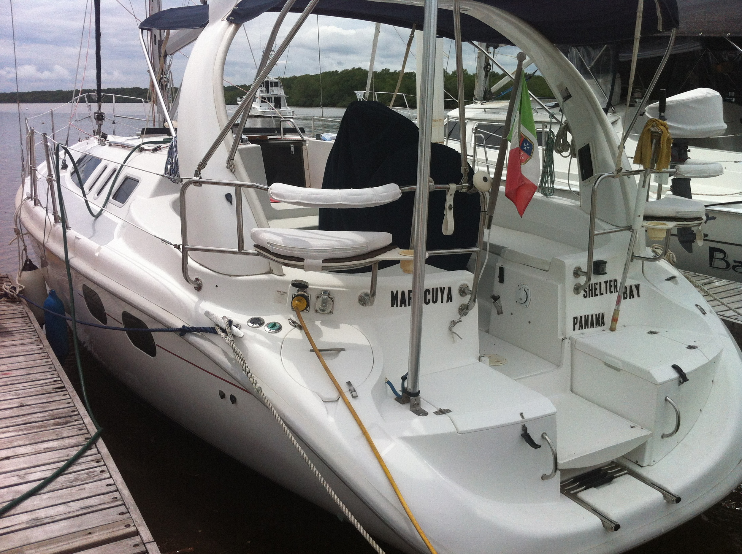 HUNTER 380 380, 1999. 38ft. Renewed 2014. Asking $ 89.800.-