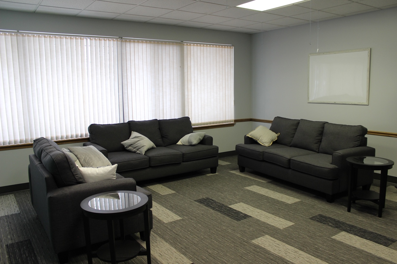 ROOM ONE - Living room like setting with comfortable couches and chairs, presentation TV, and whiteboard.Great for: meetings, classes, study groups.Accommodates up to 20 peopleCost: $20 per hour