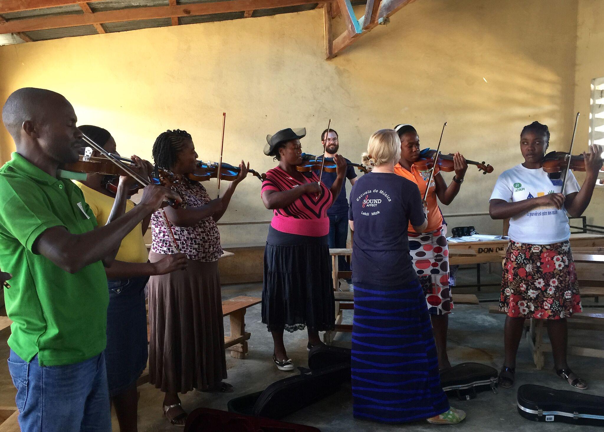 Mallory Alekna of Indiana University Conducts Violin Class in Haiti