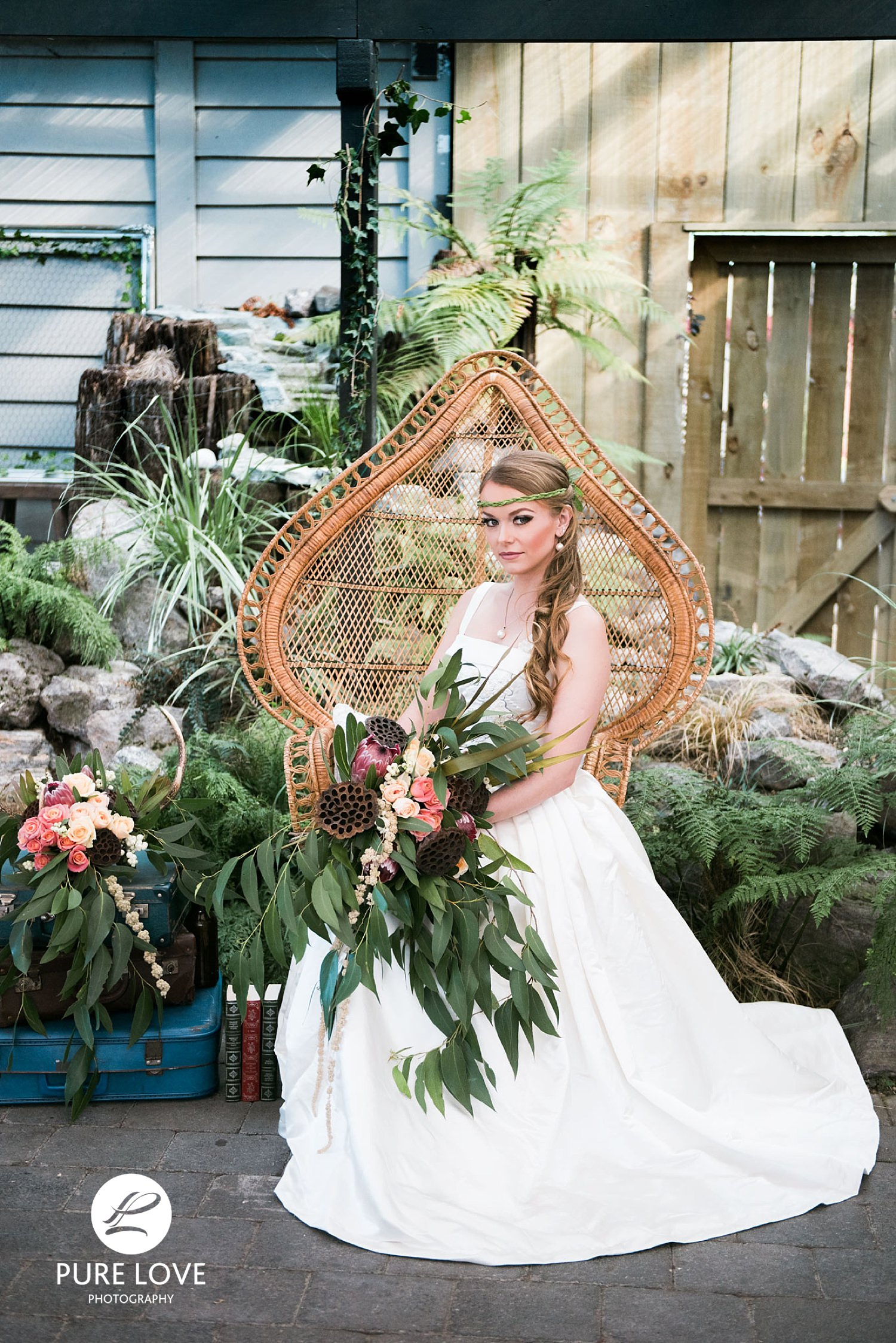 The barn venue can be decorated according to your style of the wedding. It is always great to hire a professional, such as  Putiputi Recycled  that can hire out various wedding decorations and help you to style your dream wedding.