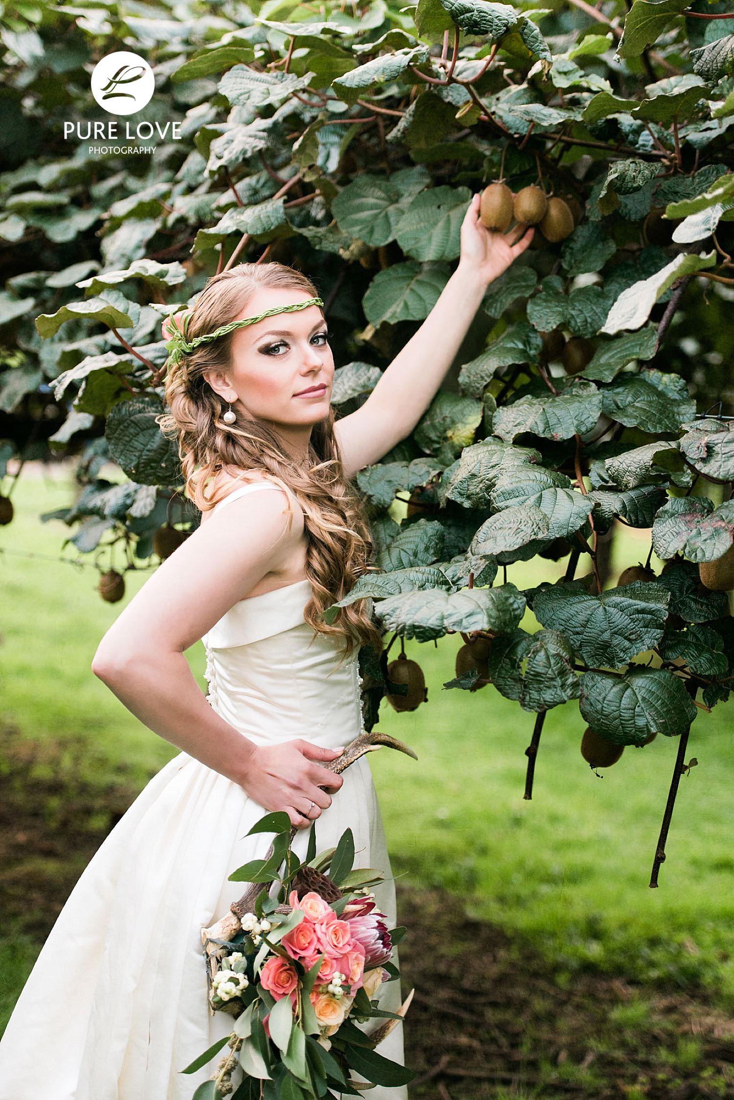 Bride with kiwi fruit