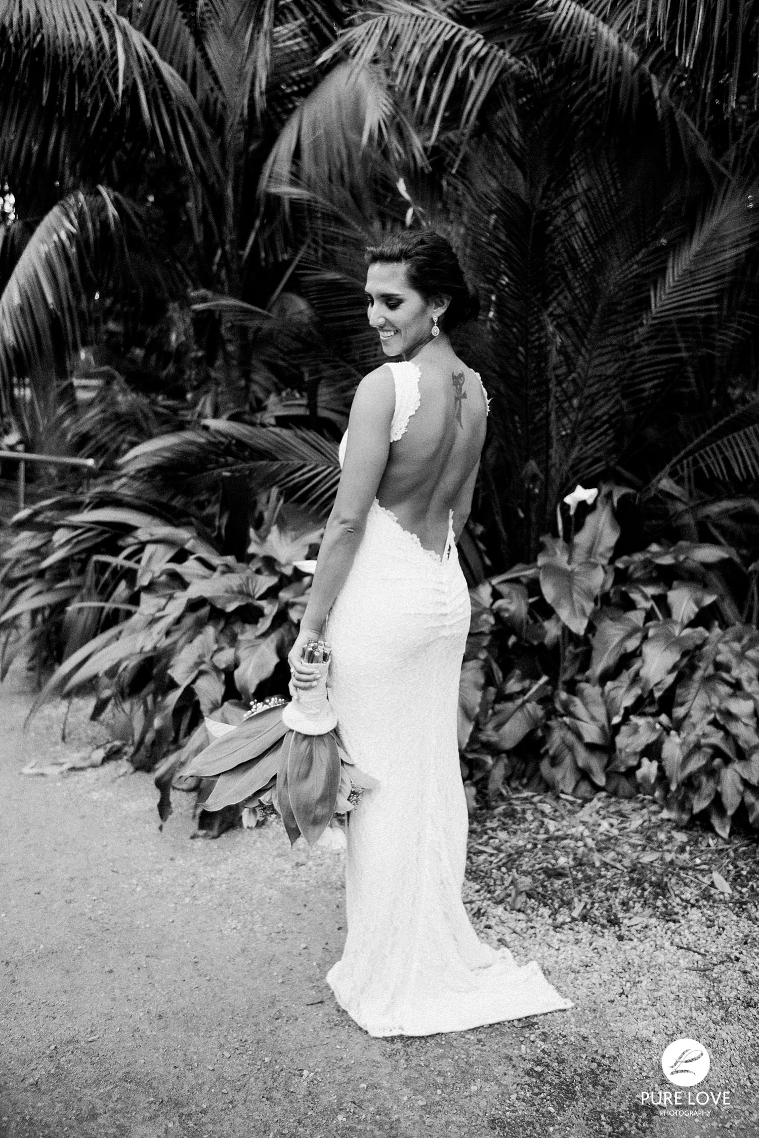backless bridal gown. stunning