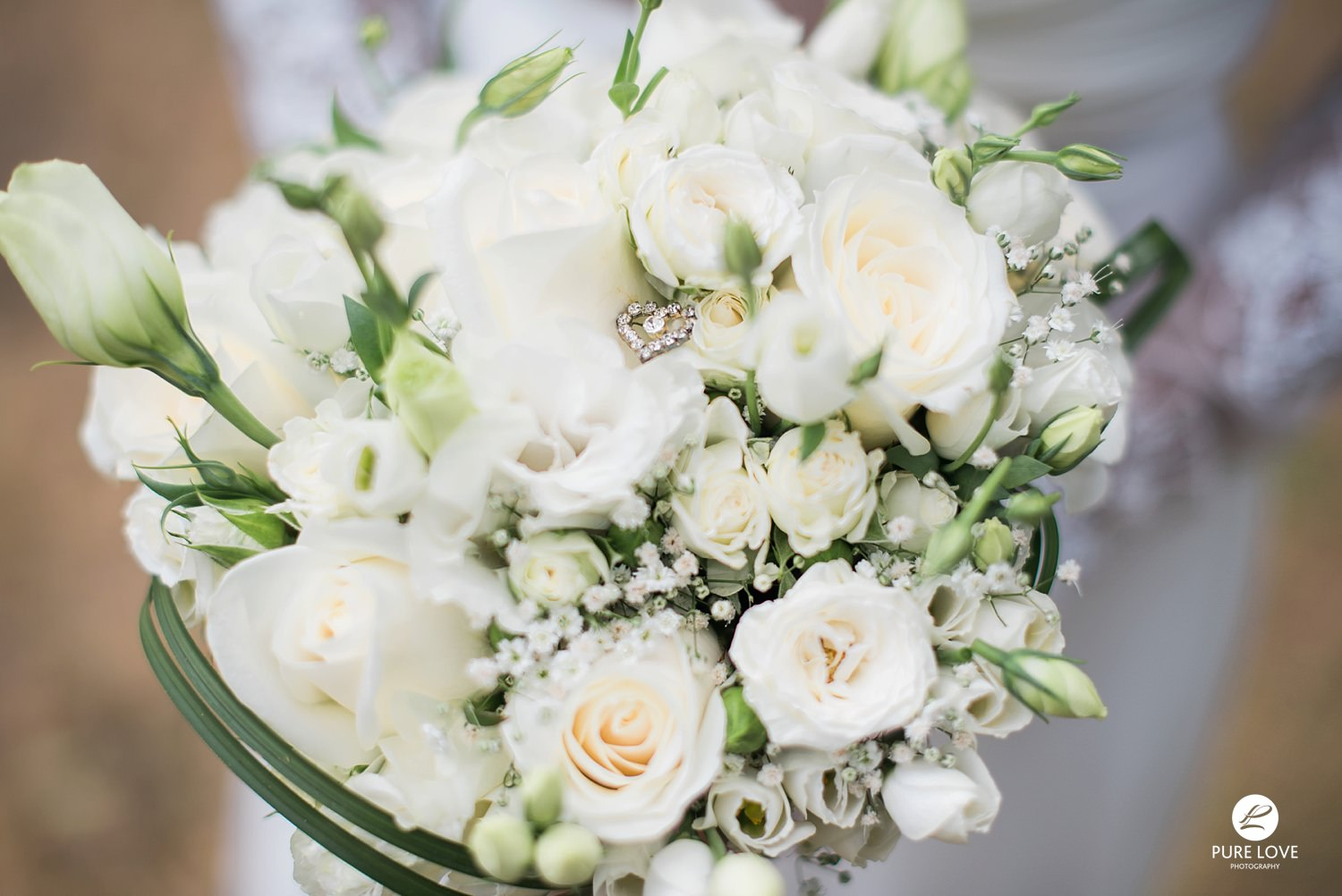 brides flowers bouquet white roses
