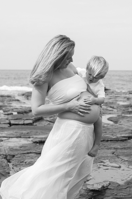 Ashley maternity shoot LR-437.jpg