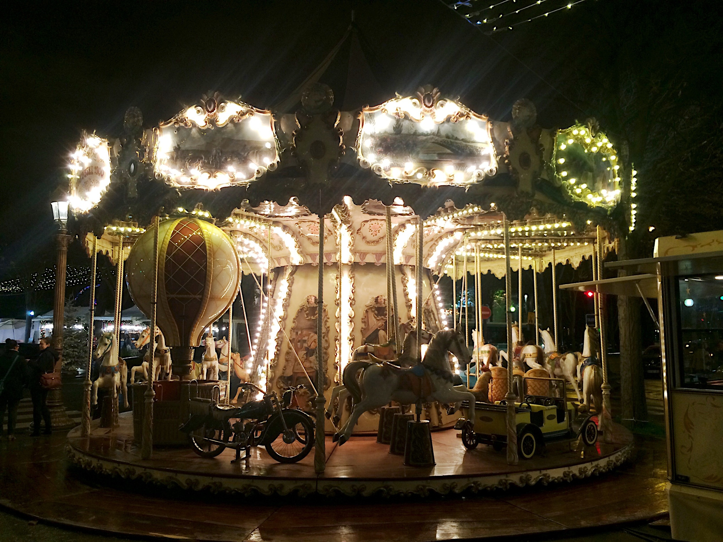 Village de Noel des Champs Elysees.