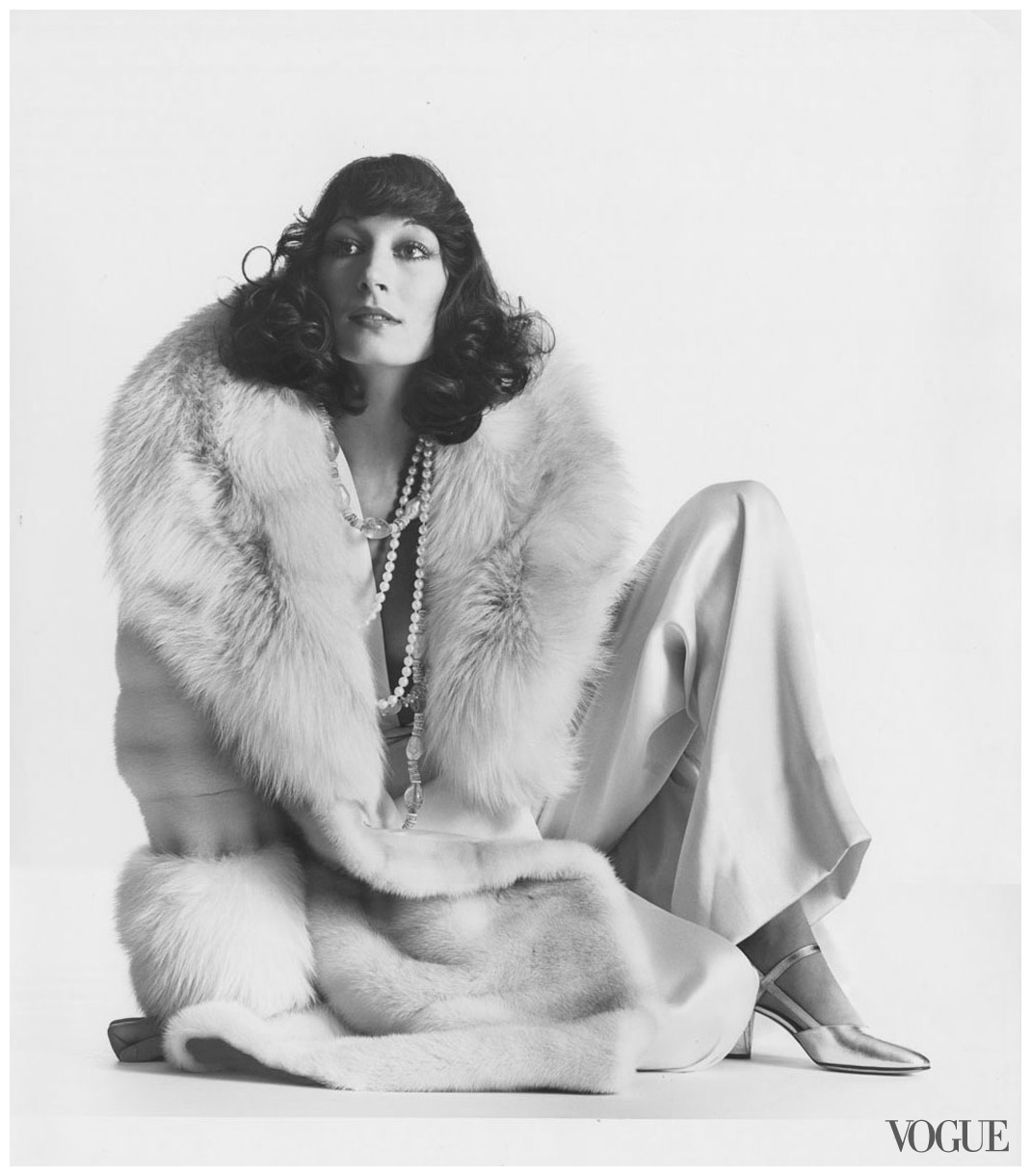 001-anjelica-huston-theredlist.jpeg
