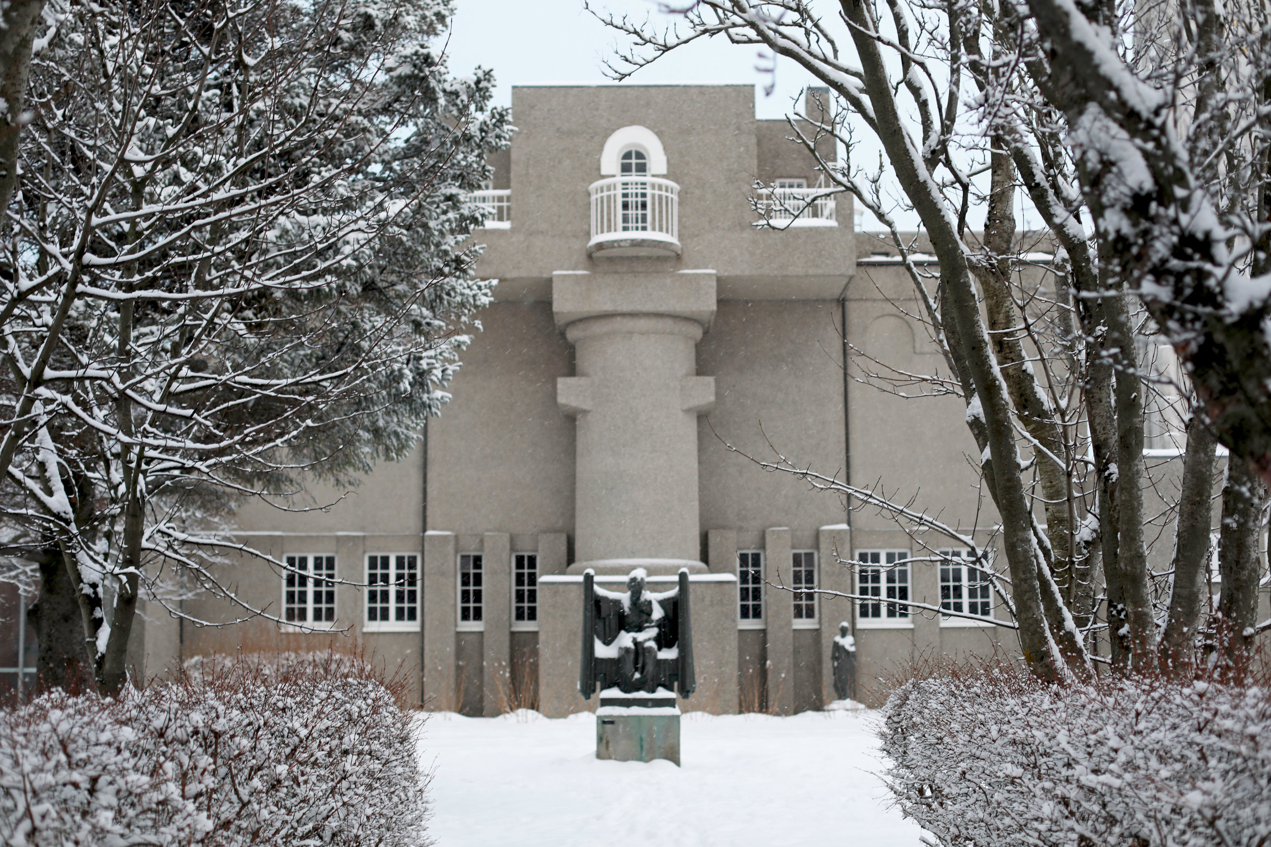 winter-snow-white-reykjavik-iceland-snowday-einarjonsson-höggmyndasafn