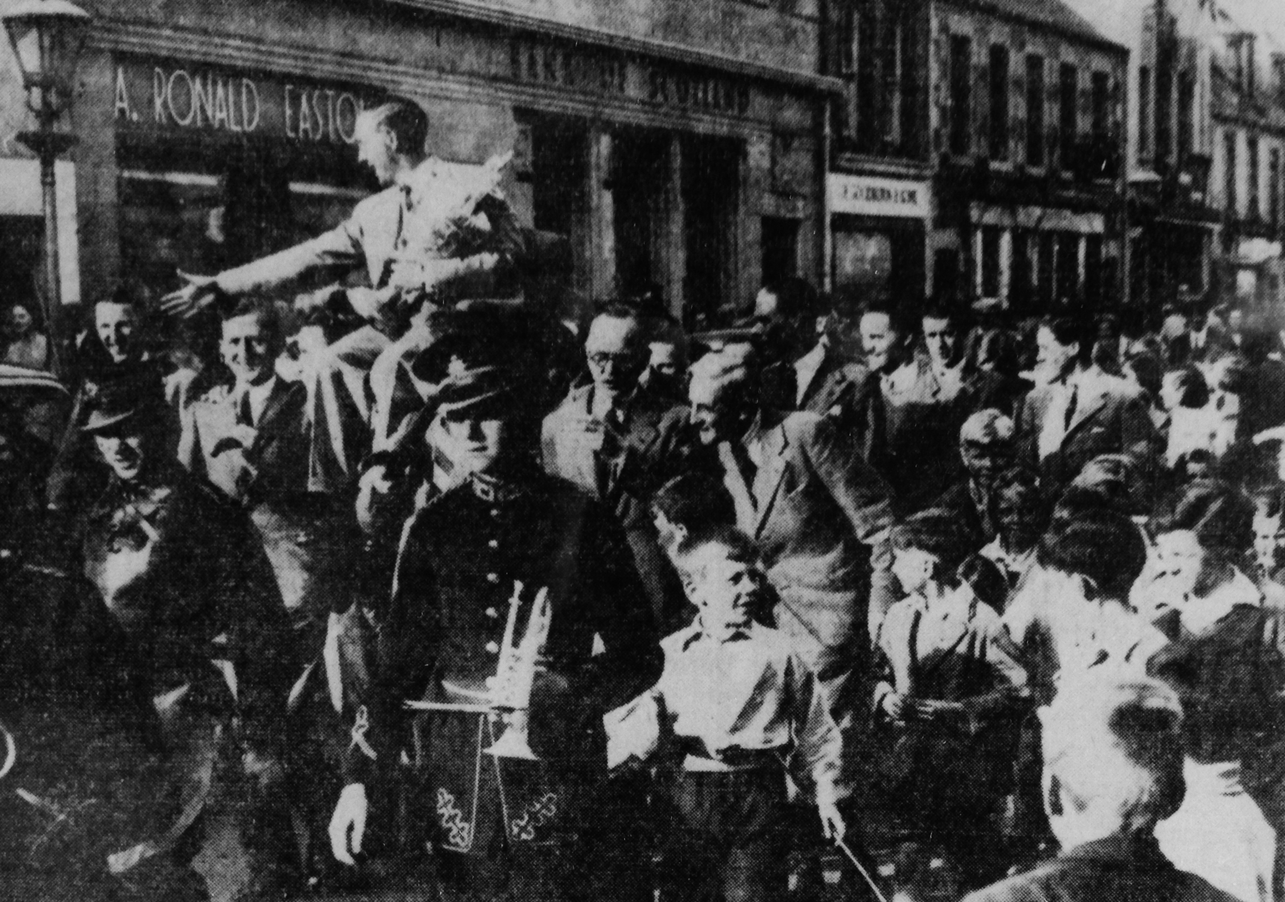 A.T. Kyle is given a civic reception in Peebles on his return