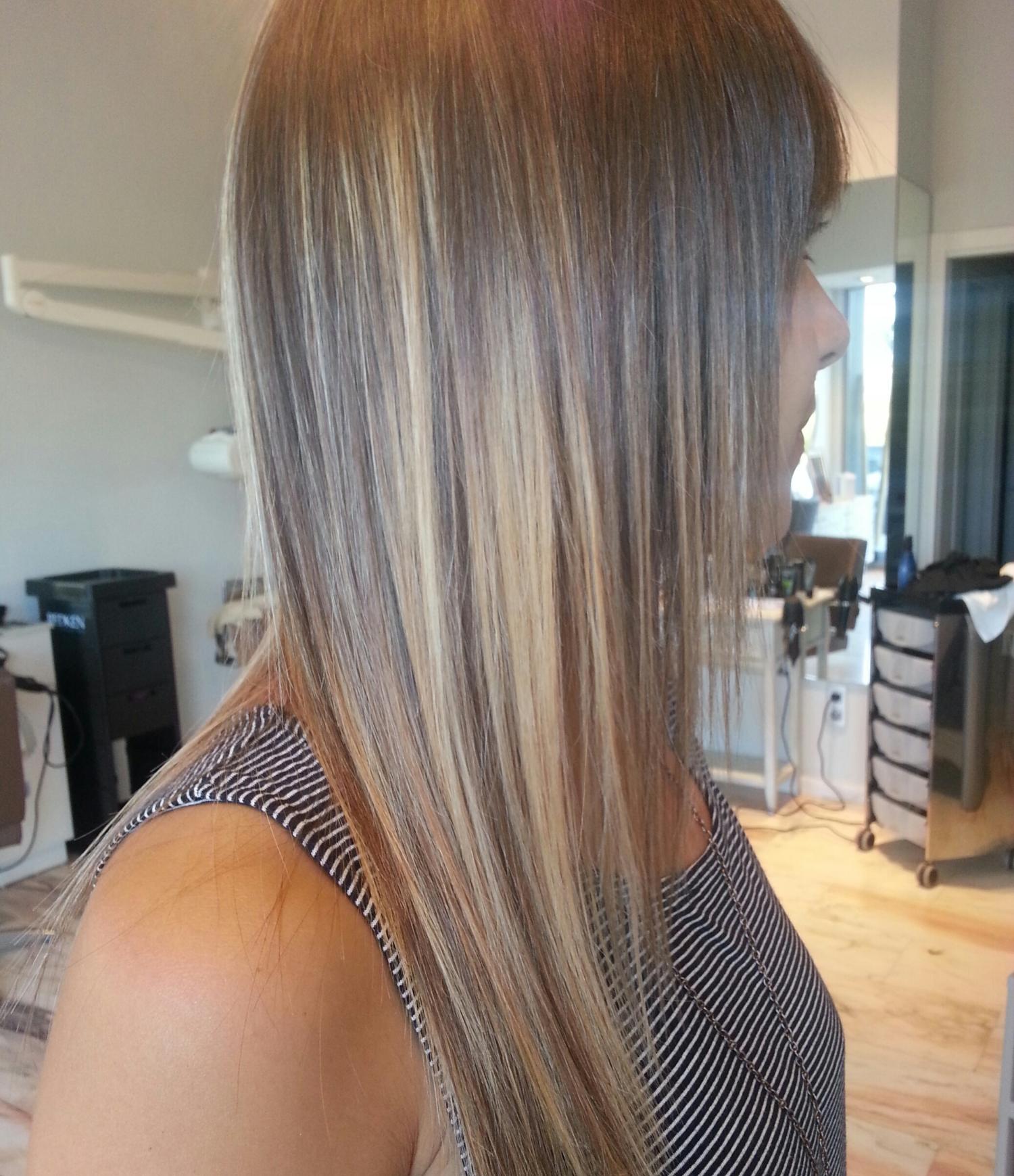 Proceso de mechas aplicadas con tratamiento Junctiox, como veis, el cabello queda perfecto y sin roturas ni sequedad por la decoloración.