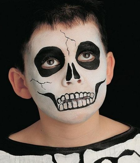 nino-con-maquillaje-de-esqueleto.jpg